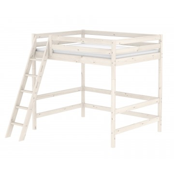 CLASSIC – HIGH BED 140CM – W. SLANTING LADDER – WHITE WASHED